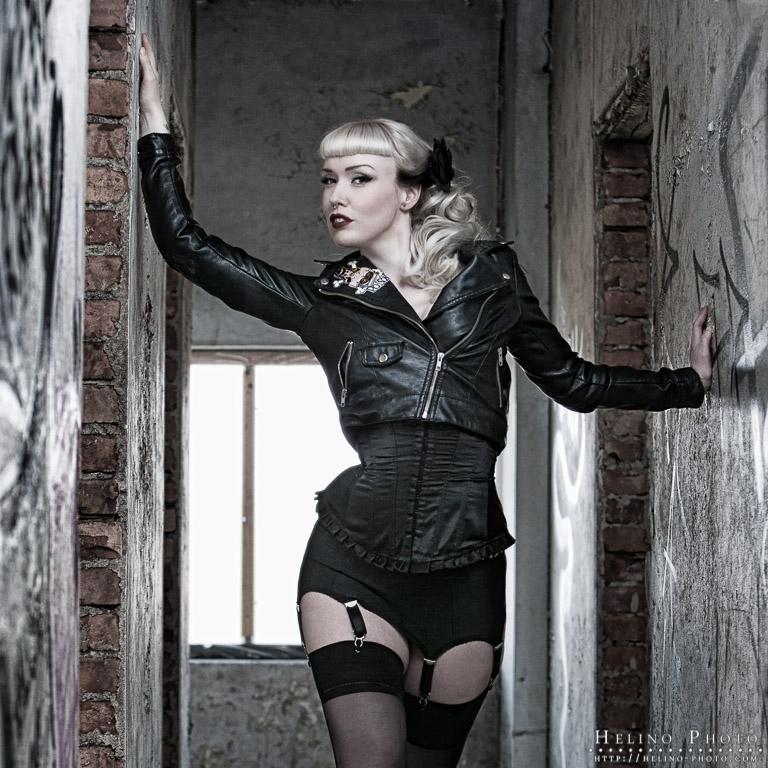 Male model photo shoot of Helinophoto