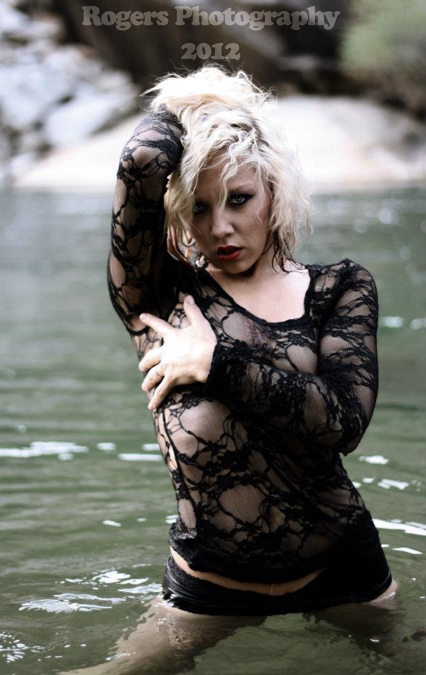 Female model photo shoot of Suzanna Guetebier