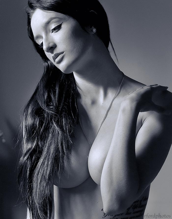 https://photos.modelmayhem.com/photos/131128/05/52973ea26430d.jpg