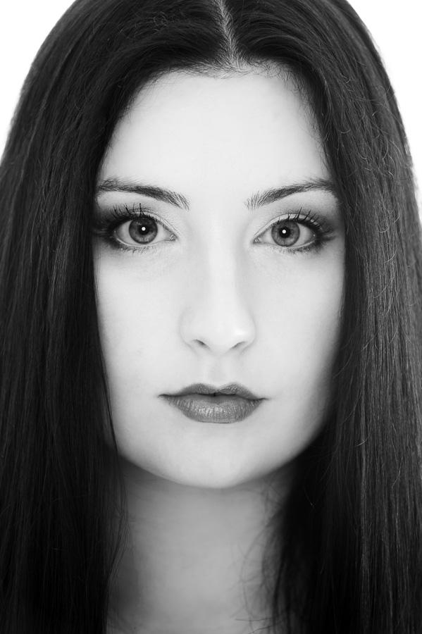 Female model photo shoot of Luna_ravyn in Pumpkin Studios