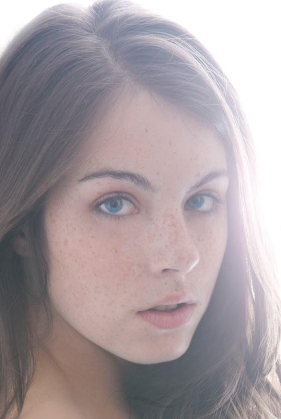Female model photo shoot of Eleanor Swain