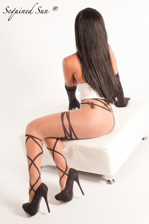 http://photos.modelmayhem.com/photos/131130/00/52999f1f6dadd.jpg