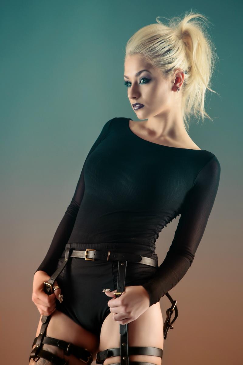 https://photos.modelmayhem.com/photos/131203/00/529d926d69956.jpg