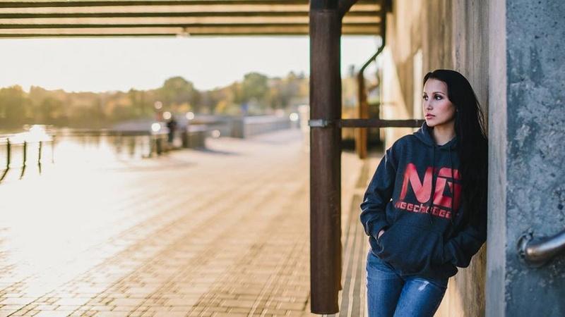 Female model photo shoot of Sasha Isabelle