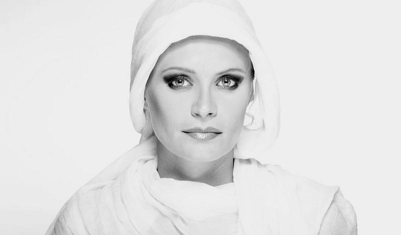 Female model photo shoot of Agnieszka Stasiak