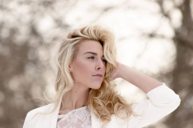 Female model photo shoot of LA VIEW