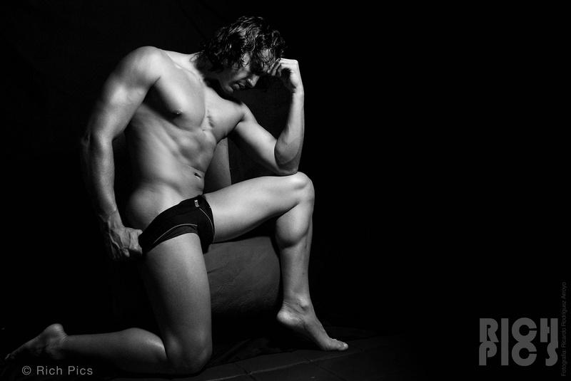 Male model photo shoot of richrichrichi