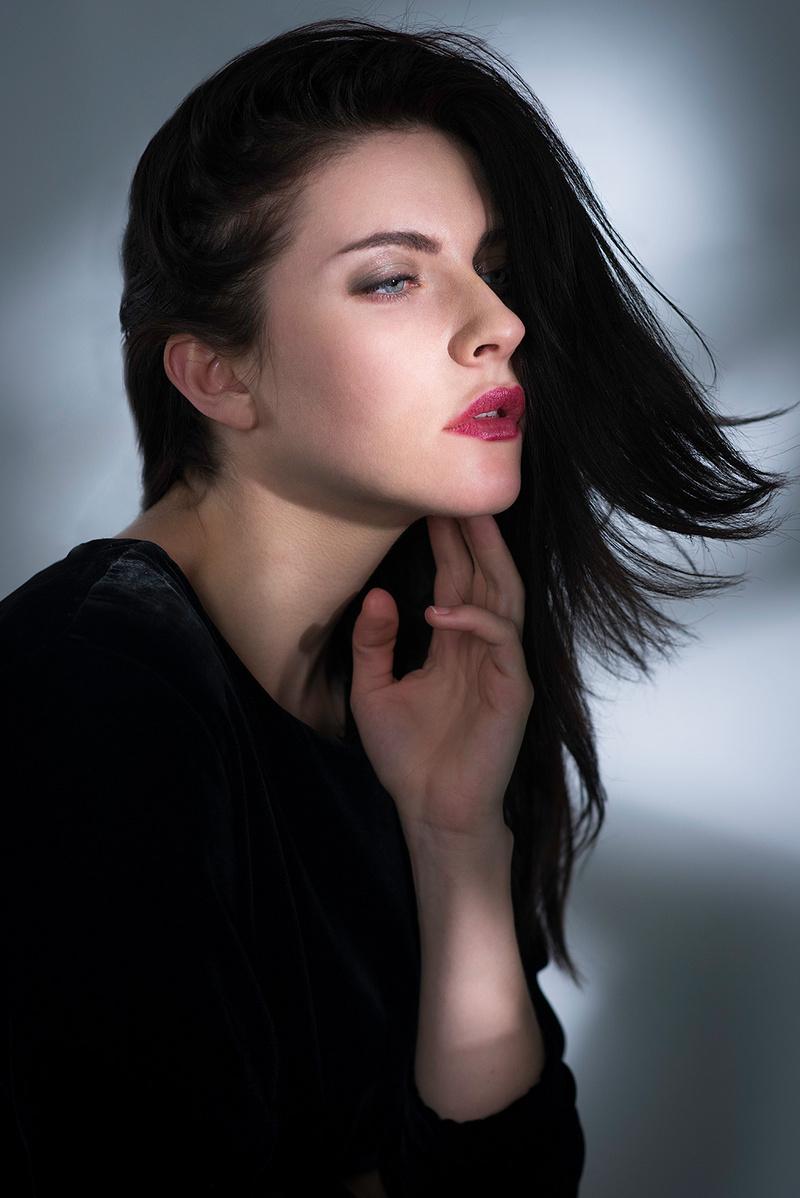 Female model photo shoot of istoica