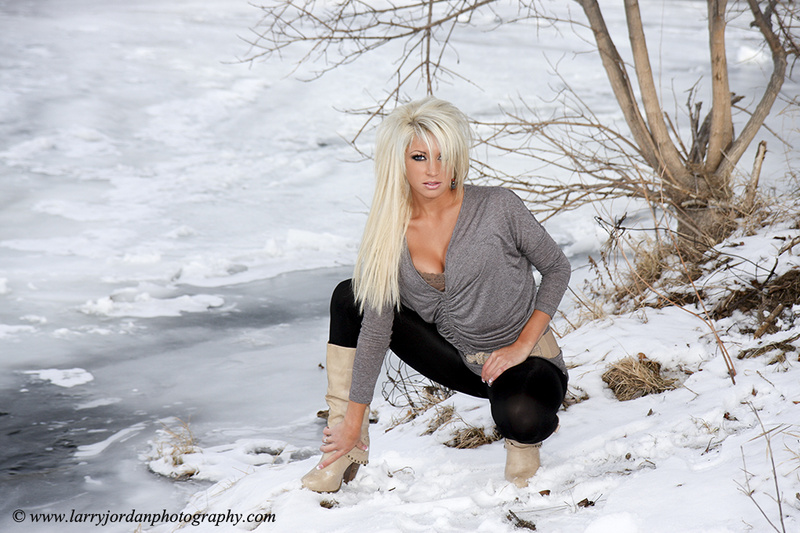 http://photos.modelmayhem.com/photos/140106/19/52cb76774b293.jpg