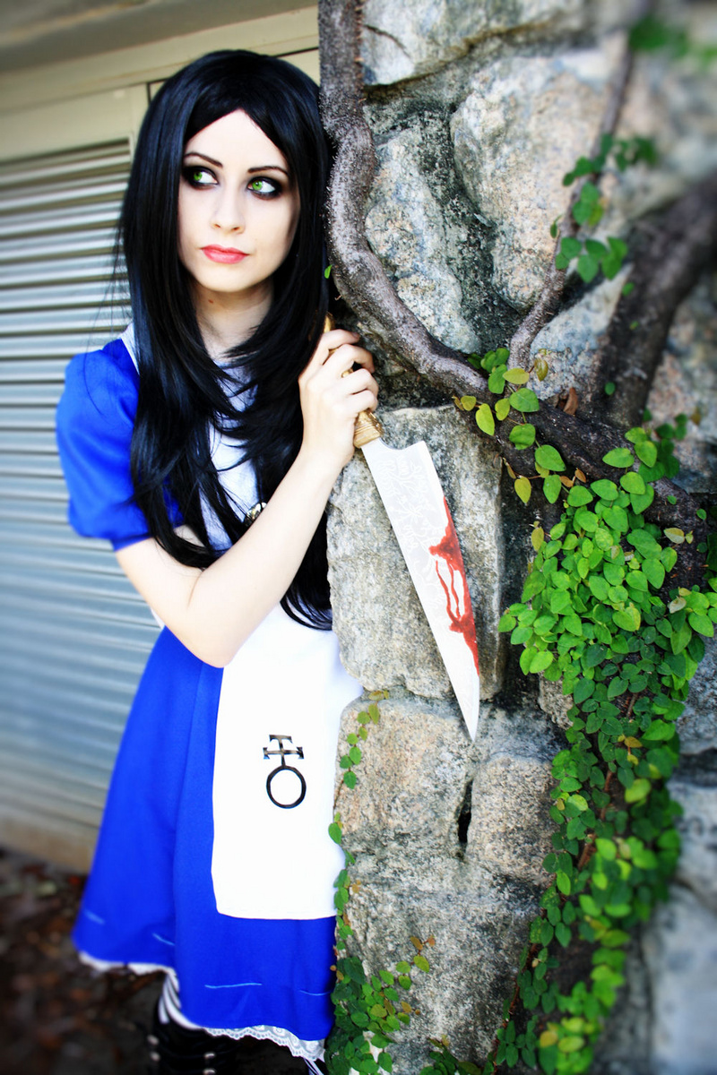 Female model photo shoot of DeadDollyX