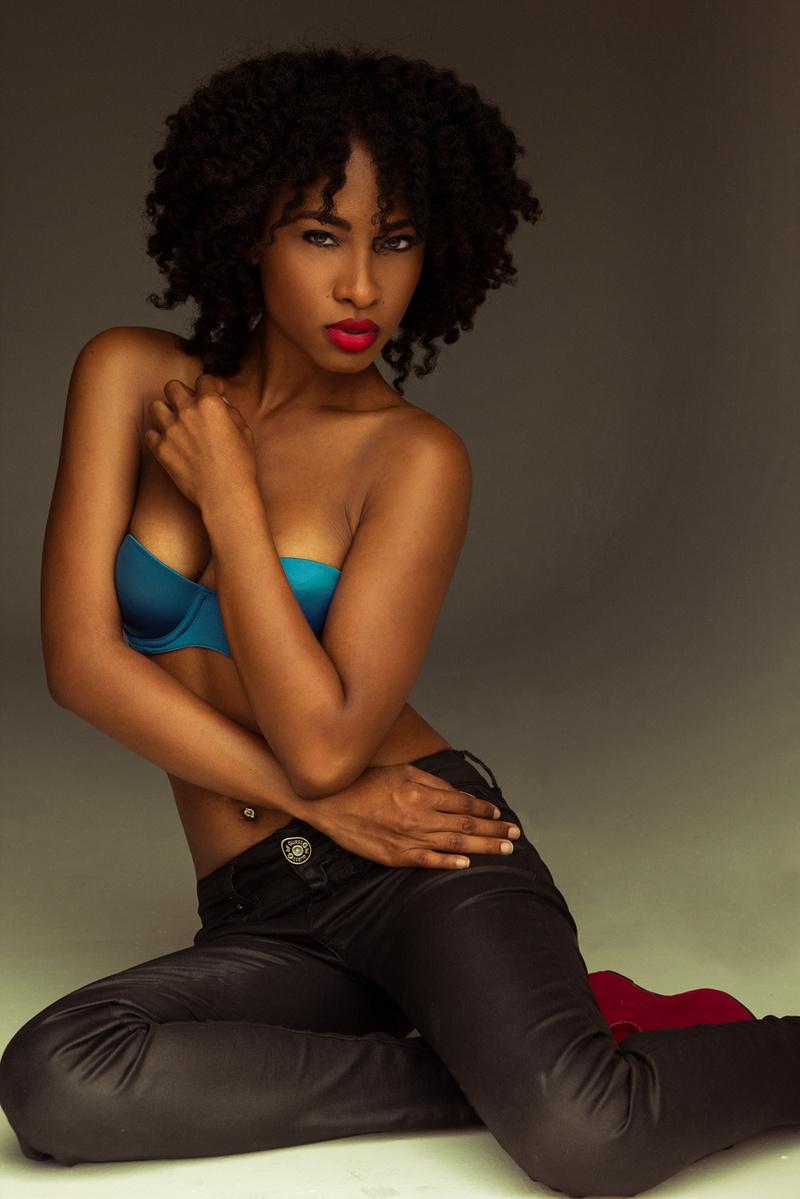 Female model photo shoot of Taasha Renee