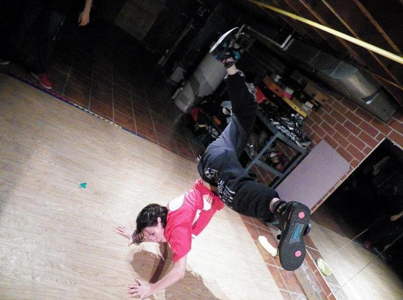 Female model photo shoot of Just-Dance
