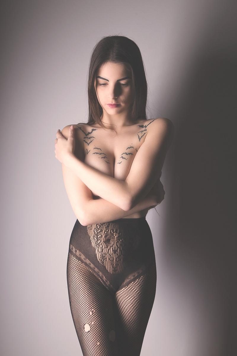 http://photos.modelmayhem.com/photos/140204/13/52f15b413c2d5.jpg