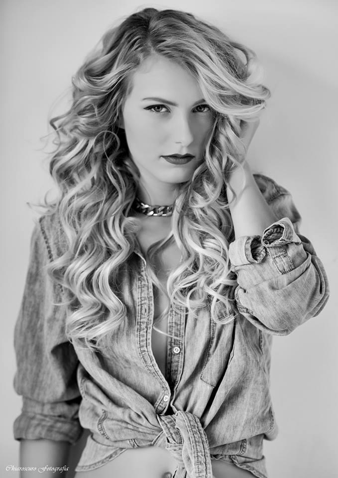Female model photo shoot of Everything Ellie Nicole