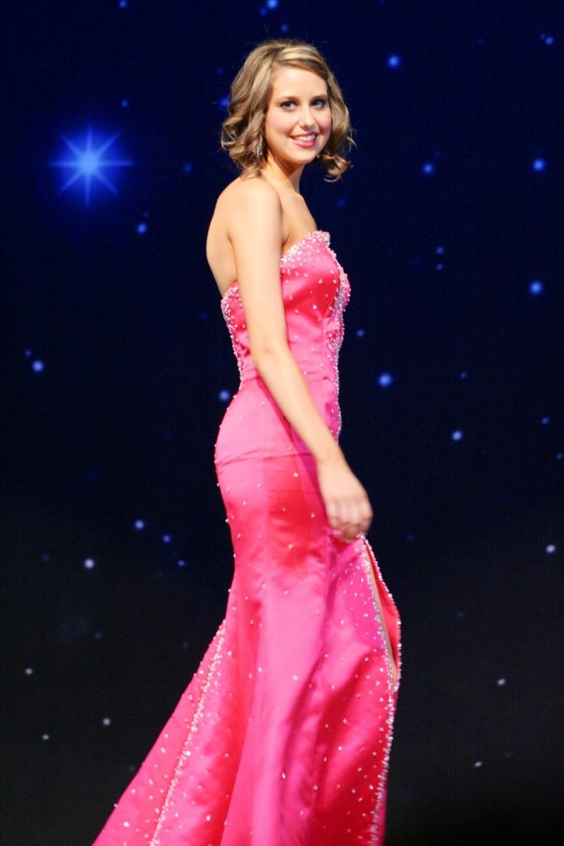 Female model photo shoot of Christy Dee in Kennewick