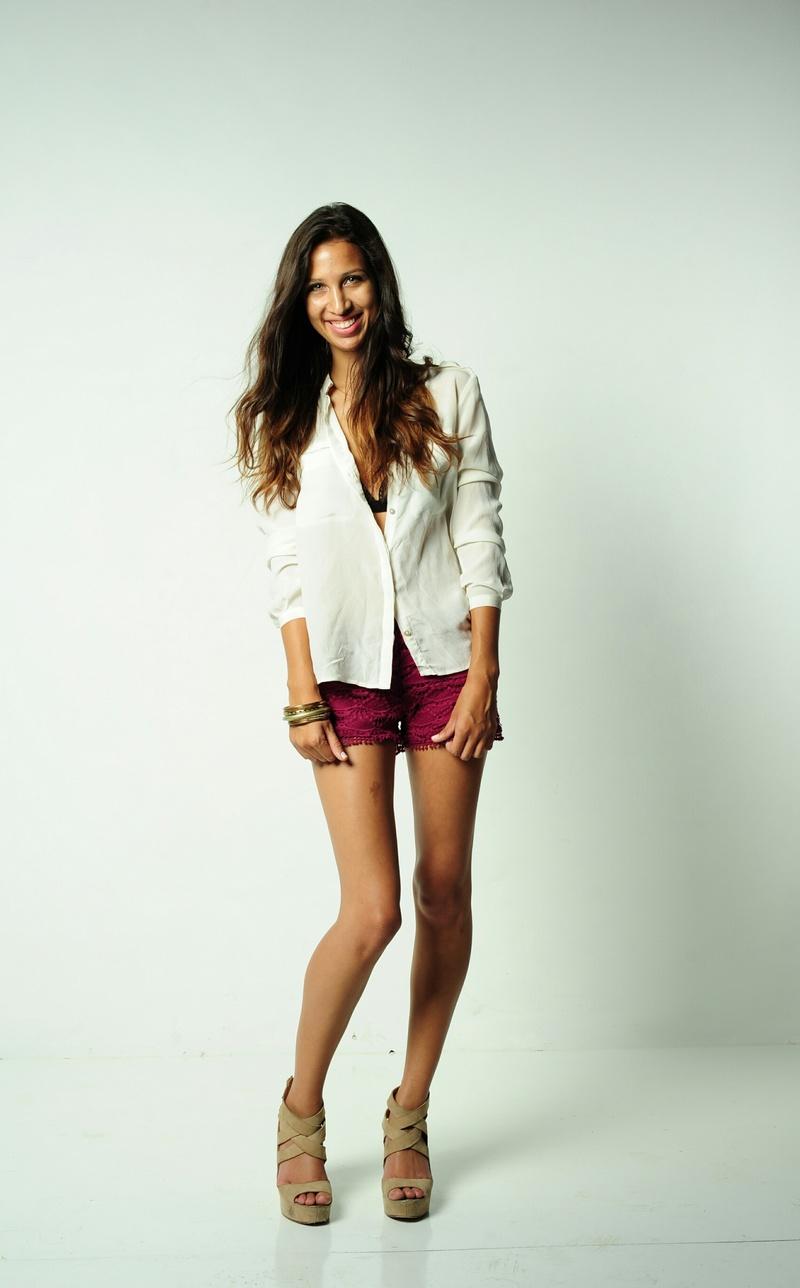Female model photo shoot of Tay Dawn