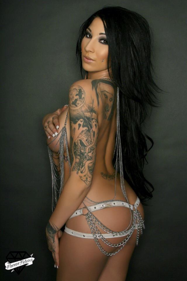 Female model photo shoot of Ash Allen