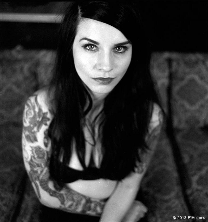 Female model photo shoot of ashleydeath