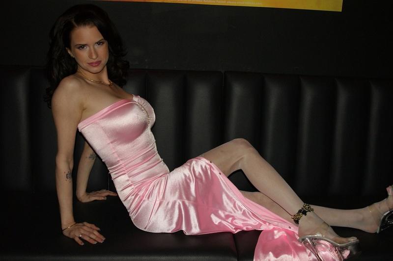 Female model photo shoot of Brandy Tay
