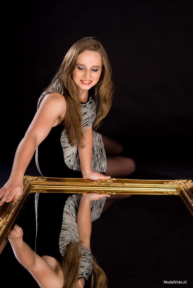 Female model photo shoot of debbiiee