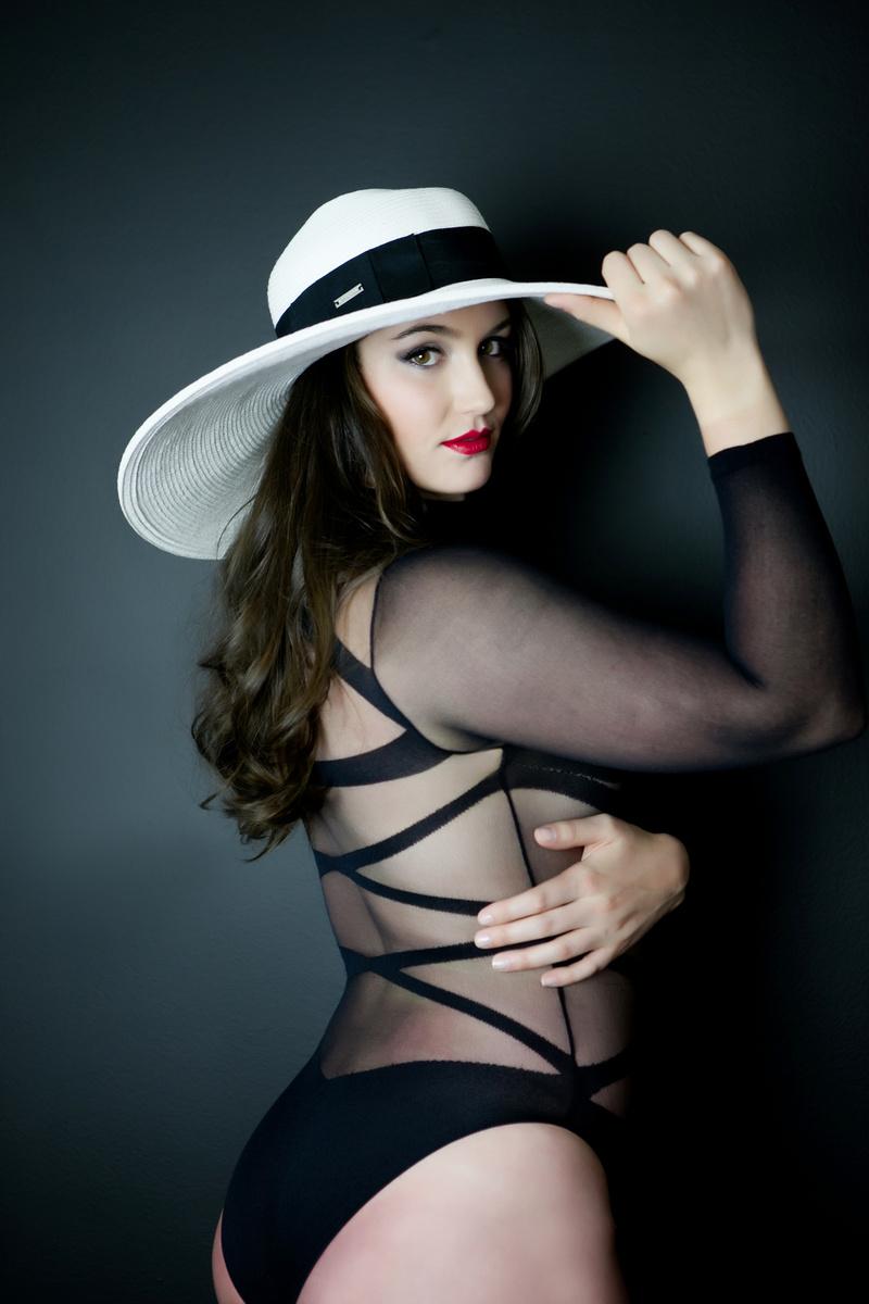Female model photo shoot of Linda Michele-Dobel
