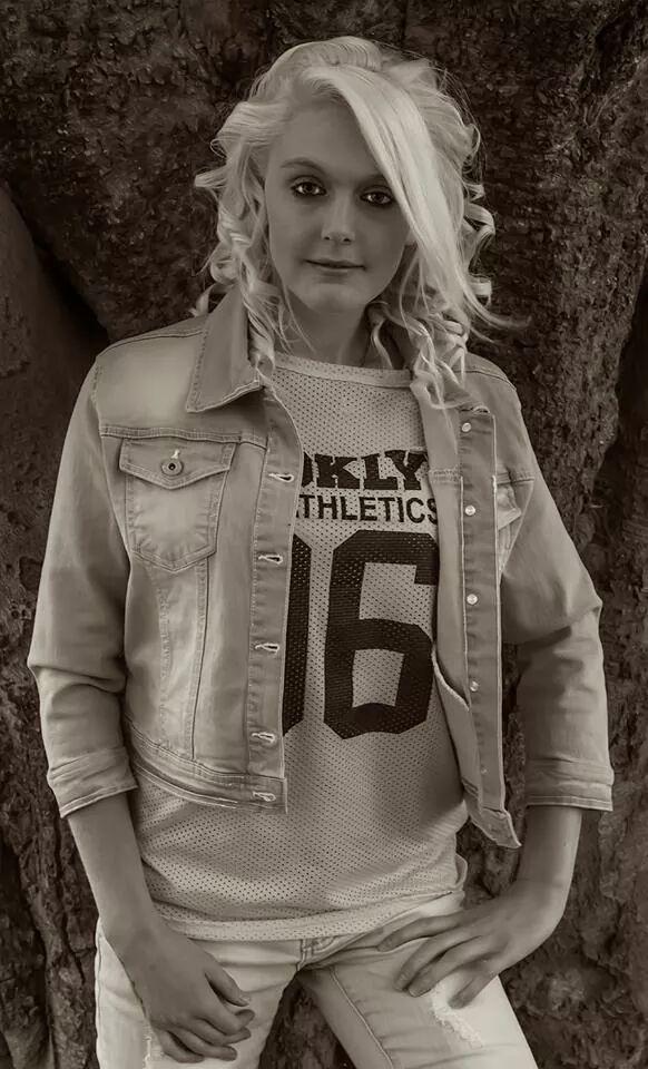 Female model photo shoot of danielle91hunt