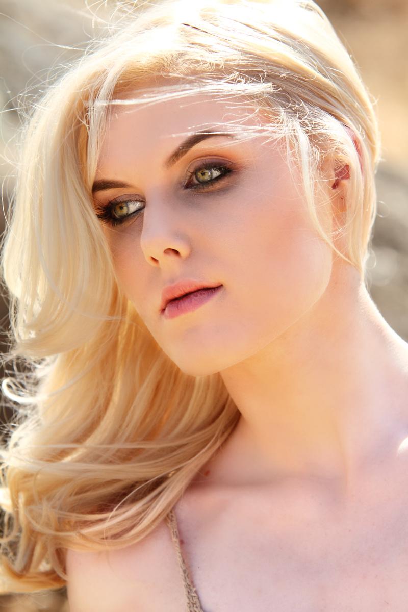 Female model photo shoot of xbelinartistryx and AshleyAnneForte by Castro Photographia