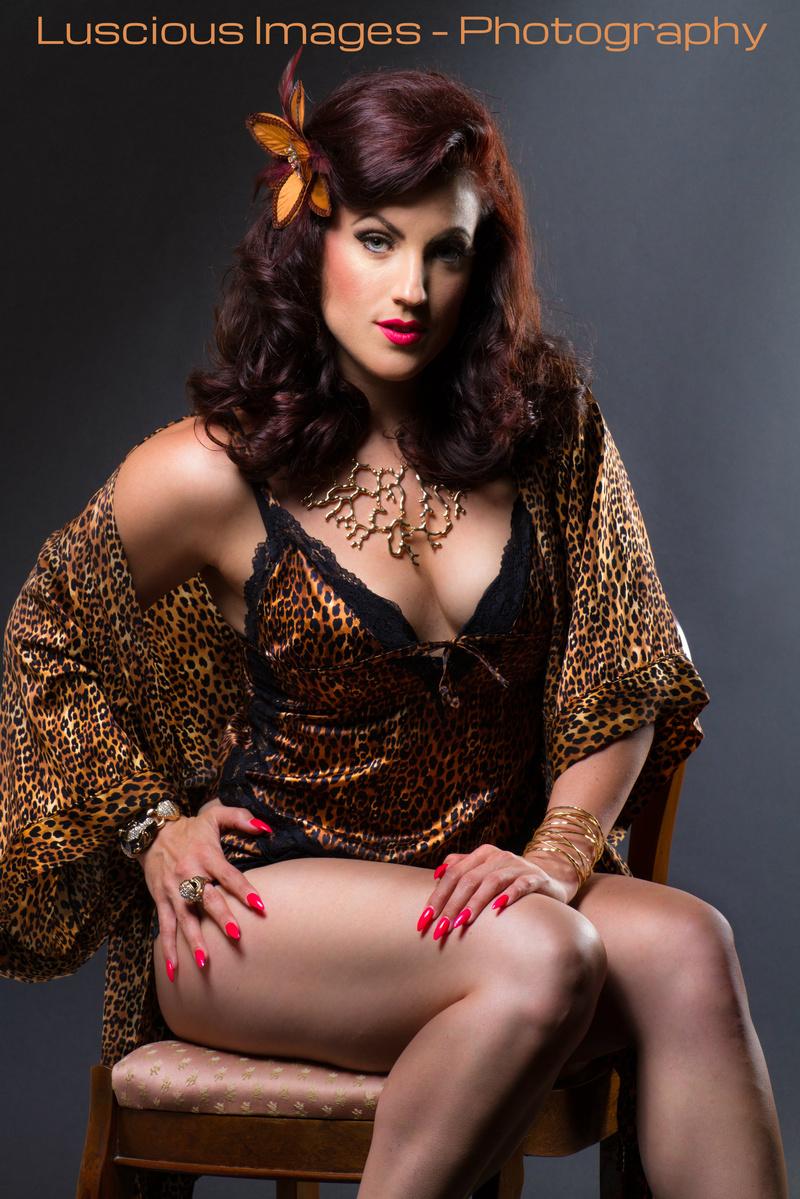 Female model photo shoot of Pinup Eleanor Van Venom in Oakville, ON.