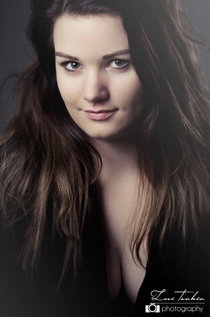 Female model photo shoot of Danniiii
