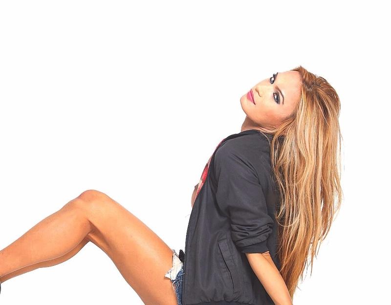 Female model photo shoot of Darlin