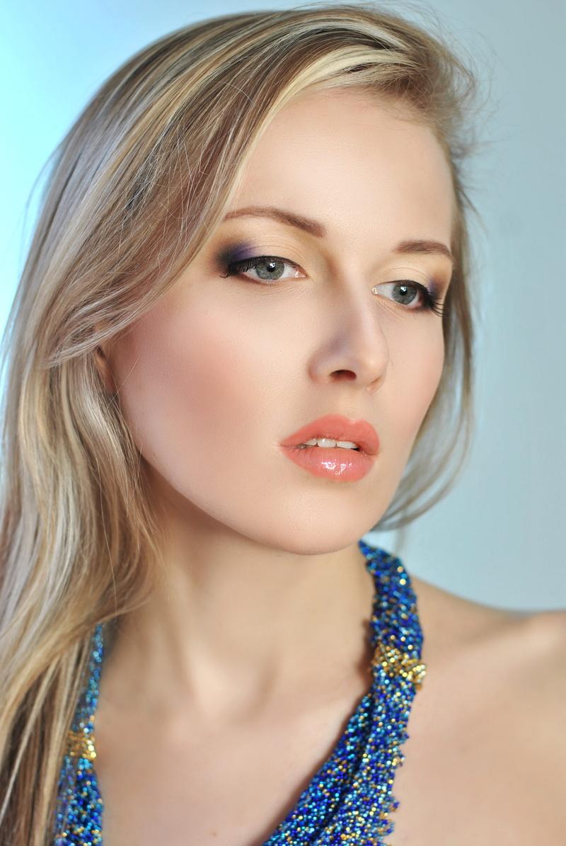 Female model photo shoot of Yuliya Danko