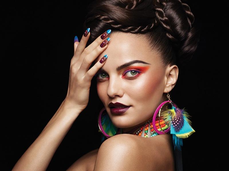 Female model photo shoot of HeatherReynosa-Davis