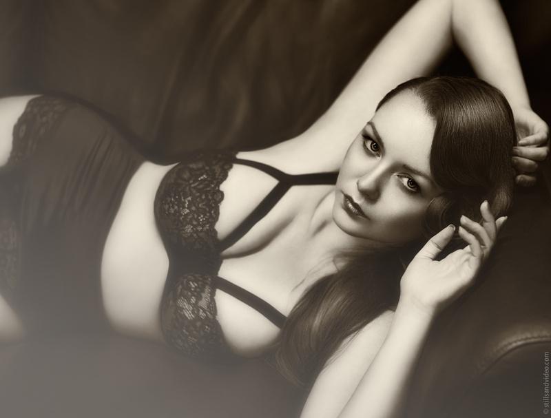 Female model photo shoot of Victoria Elle by StillsandVideo