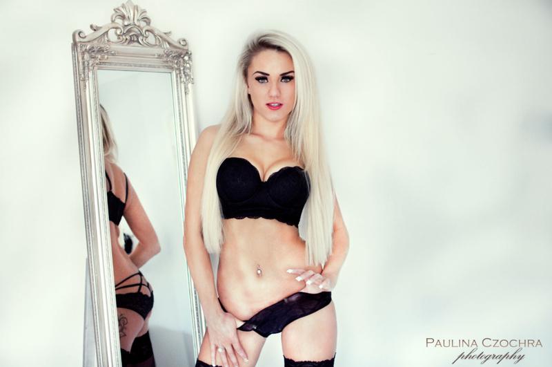 Female model photo shoot of AshleyJay