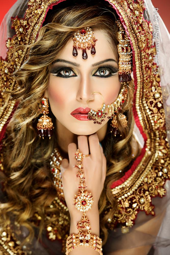 Female model photo shoot of Muzna Butt