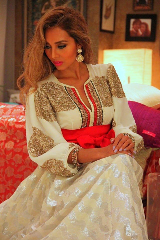 Female model photo shoot of Mizaj_AlMikyaj in Dubai