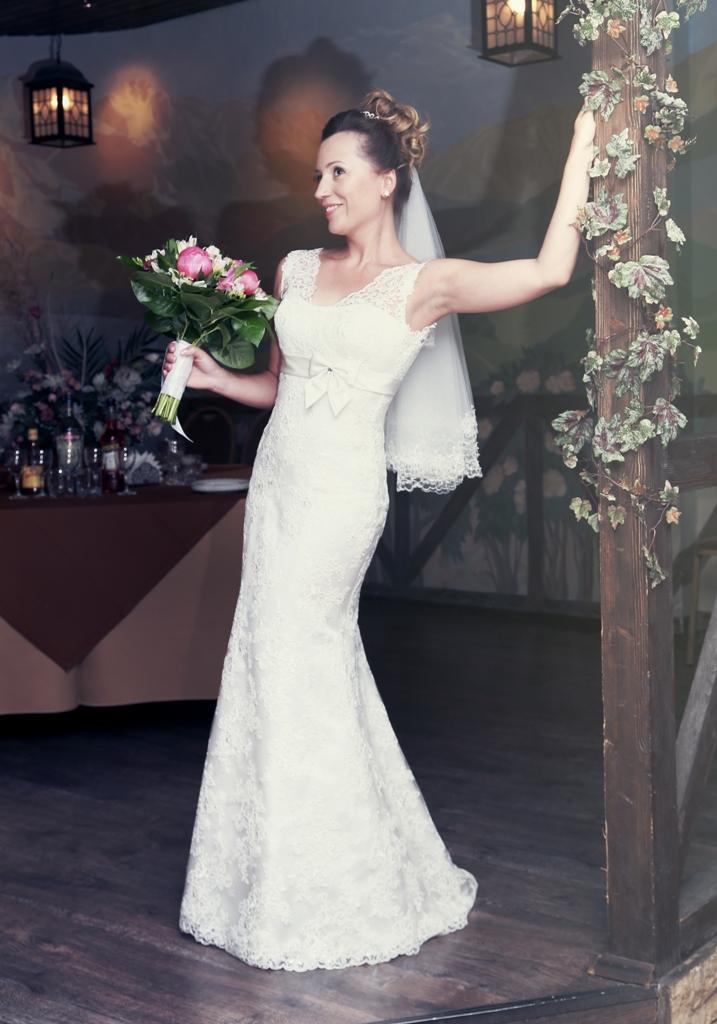 Female model photo shoot of Anna Tyukhtina