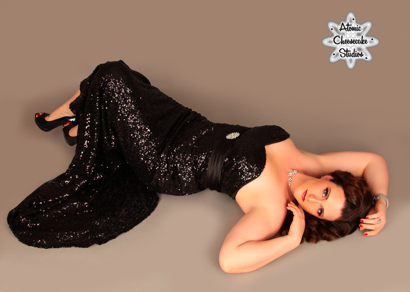 Female model photo shoot of LindsayDyan in Atomic Cheesecake Studios