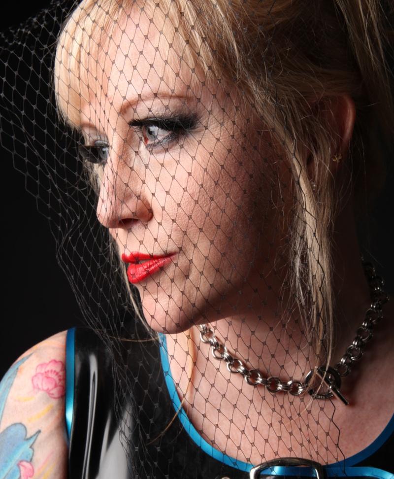 Female model photo shoot of Helen Ryder