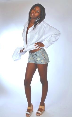 Female model photo shoot of Yasmine Diouf
