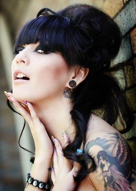 Female model photo shoot of mariyah wallace