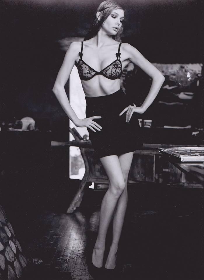 Female model photo shoot of Anna Bel