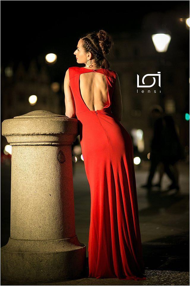 Female model photo shoot of Agnieszka Tworkowska in Trafalgar Square