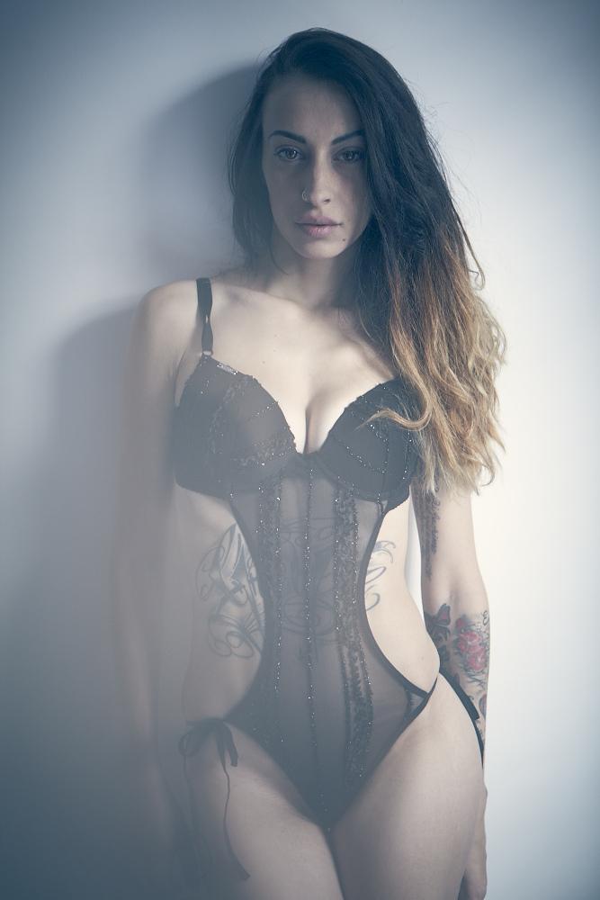 Female model photo shoot of Gipsy Apollinare in london