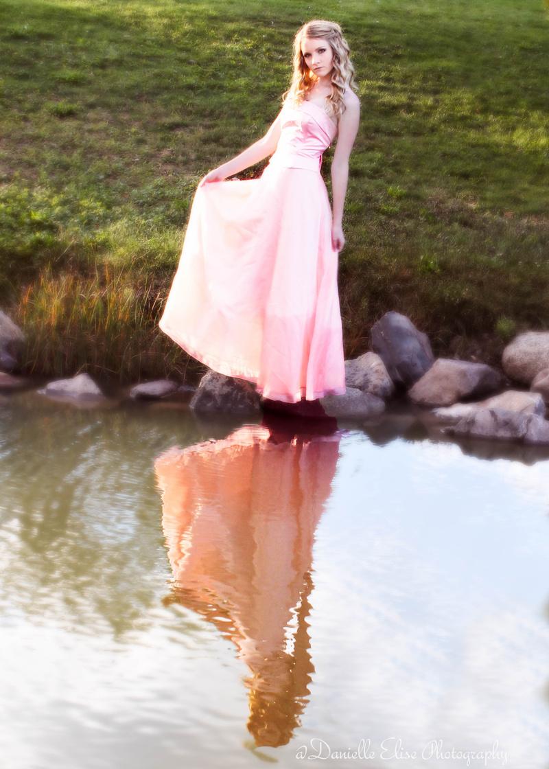 Female model photo shoot of Danielle Elliott