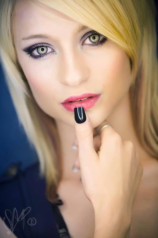 Female model photo shoot of laurena15