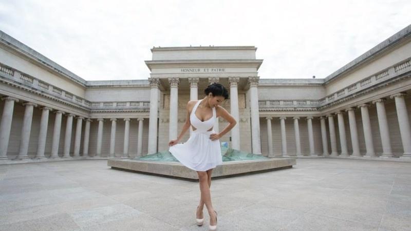 Female model photo shoot of Jayliejay