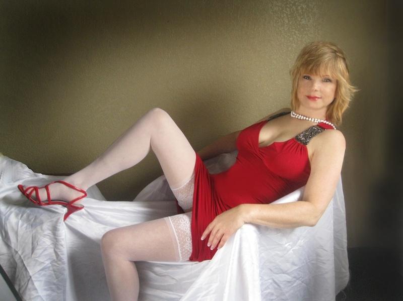 Female model photo shoot of Wandrnrose by Peter Manik