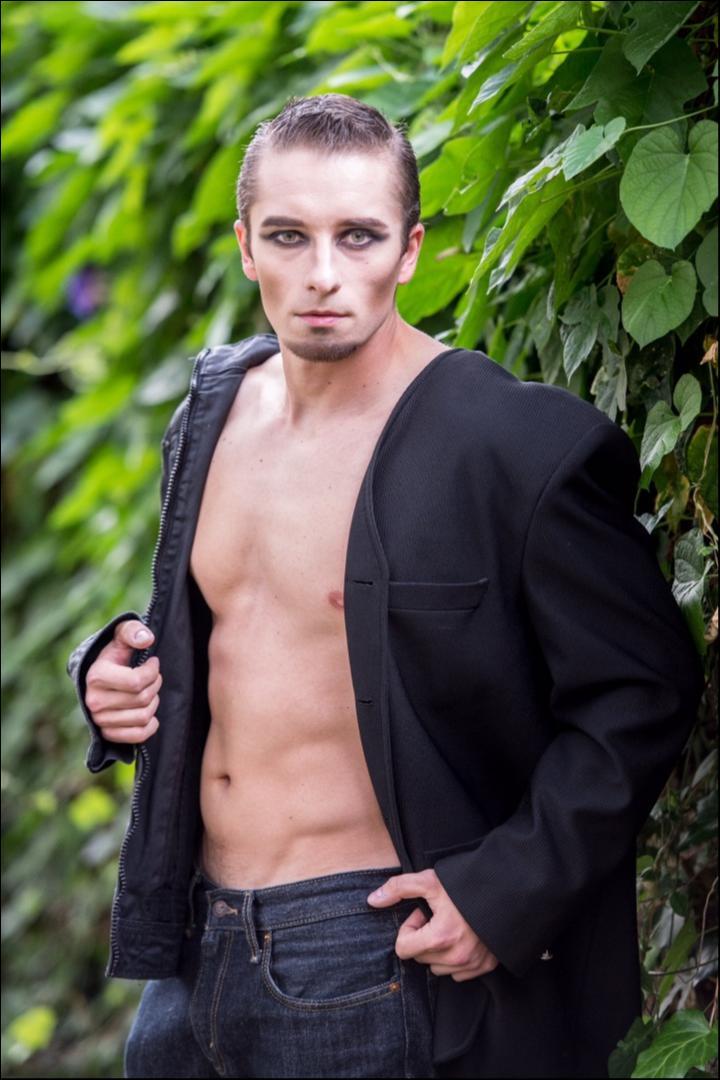 Male model photo shoot of Matt Costa