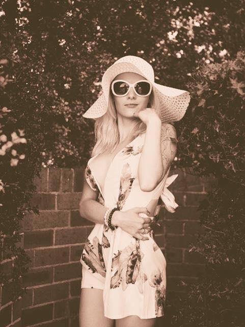Female model photo shoot of melinda66